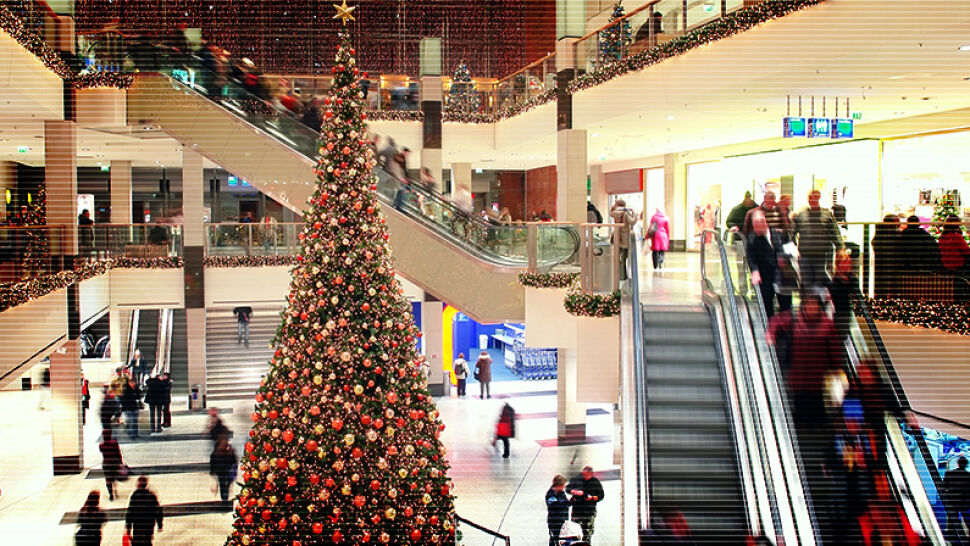 """Polacy ruszyli na świąteczne zakupy. """"W styczniu będziemy musieli zacisnąć pasa"""""""