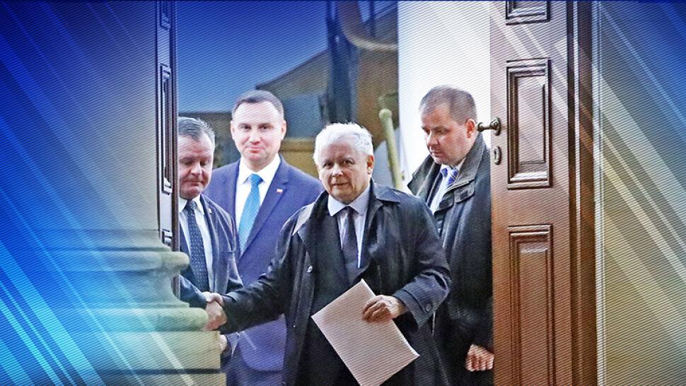 """Jak prezydent powinien witać prezesa PiS? """"Oni marzą, żeby nawet na kolanach powitał prezesa"""""""