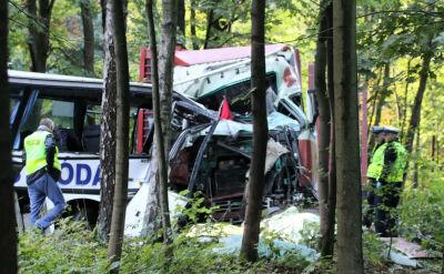Opiekunka i kierowca szkolnego autobusu zginęli w wypadku w Ostródzie