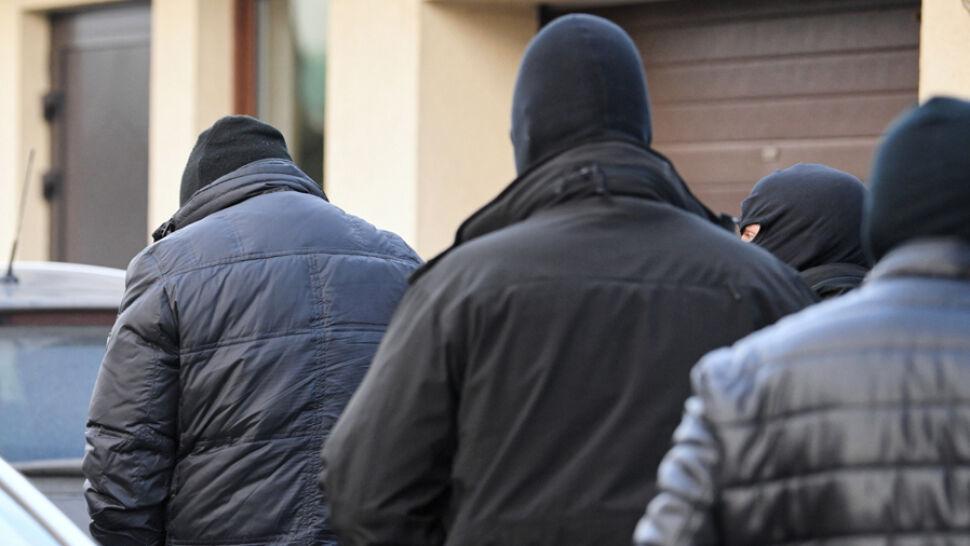 """Zatrzymania byłych pracowników MON. """"Nic nie dzieje się bez wiedzy i zgody Kaczyńskiego"""""""