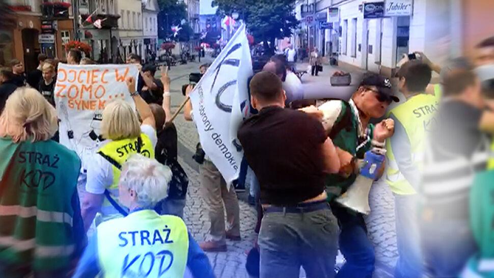 Mariusz Błaszczak o pobiciu członka KOD: wszystko wskazuje, że siły policji były zbyt małe