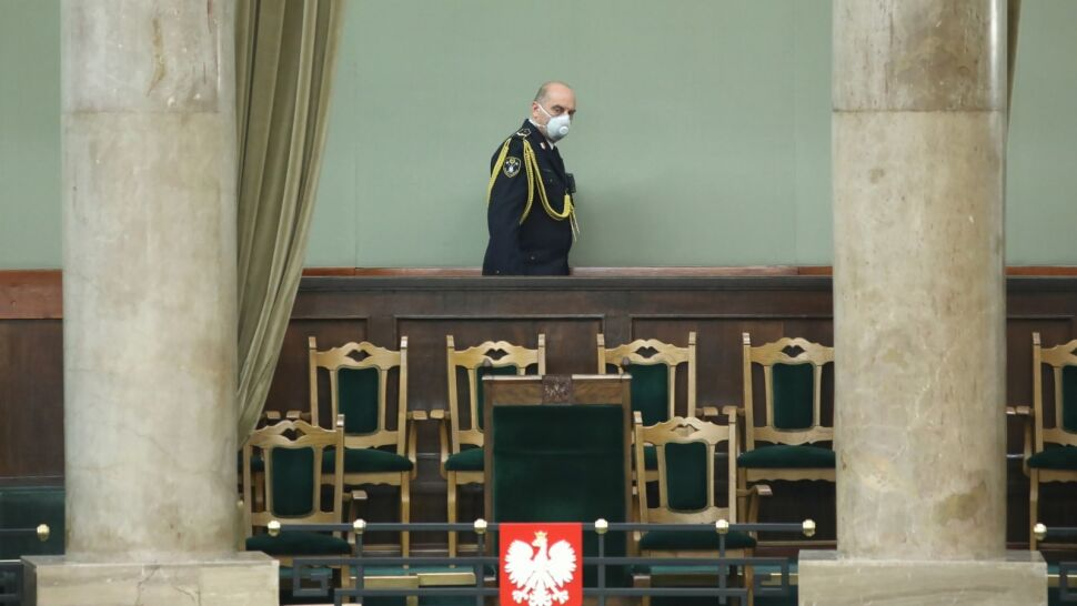 Obrady Sejmu w specjalnych warunkach. Decydowano o zmianie regulaminu