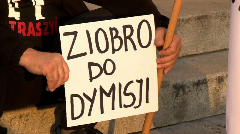 """Zbigniew Ziobro powinien podać się do dymisji. Wynik sondażu dla """"Faktów"""""""