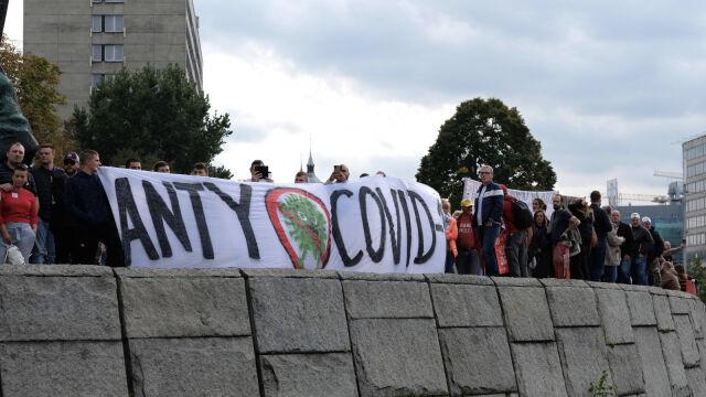 10.10.2020 | Protesty antycovidowców w kilku miastach. Interweniowała policja