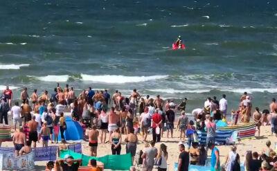 Troje dzieci porwała fala w Darłówku, morze wyrzuciło jedno. 14-latek zmarł