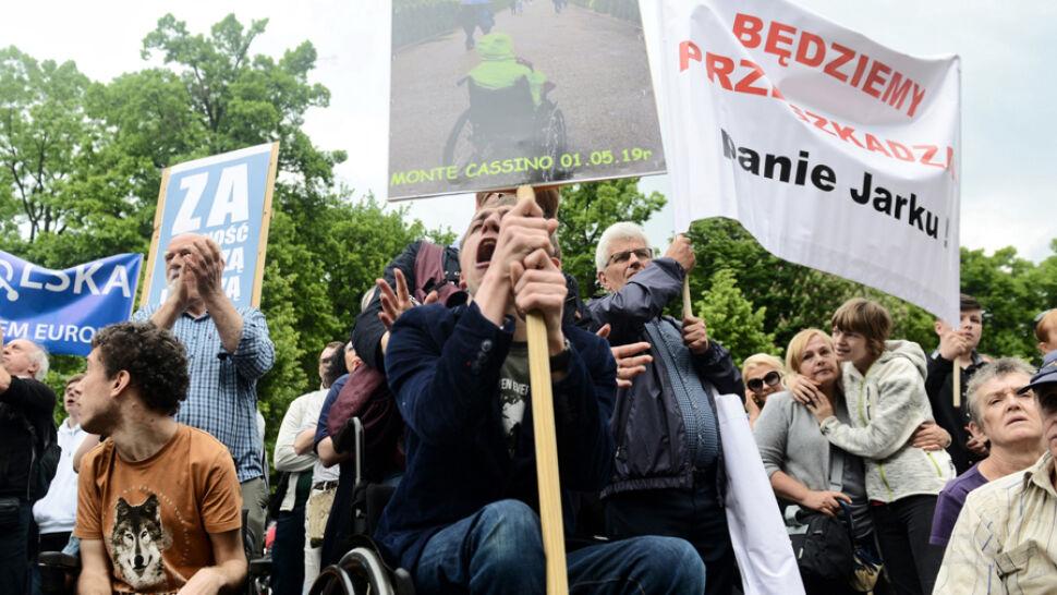 Niepełnosprawni zjechali do Warszawy. Rząd obiecuje pomoc