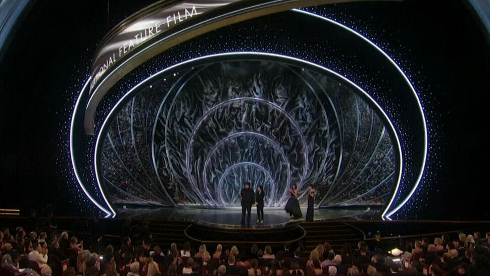 """""""Parasite"""" wielkim zwycięzcą Oscarów. """"To niezwykły moment w historii"""""""