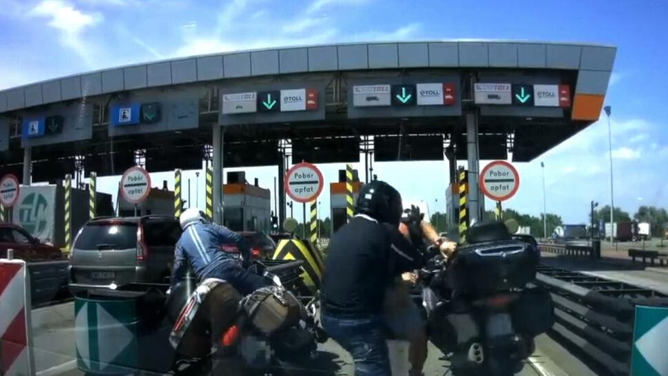 Bójka między motocyklistą a kierowcą na A4