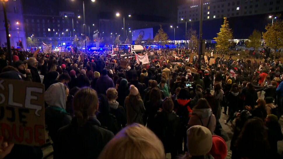 """""""Gdzie jest policja?"""", pytał tłum. To byli policjanci. Bez mundurów, z teleskopowymi pałkami"""