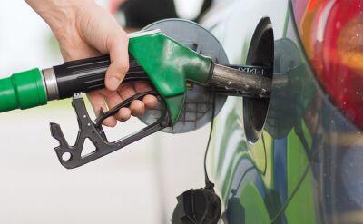 Ropa znów tańsza. Ceny benzyny skoczyły w górę