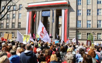 Nauczyciele przed MEN i na demonstracjach w innych miastach. ZNP nie weźmie udziału w okrągłym stole