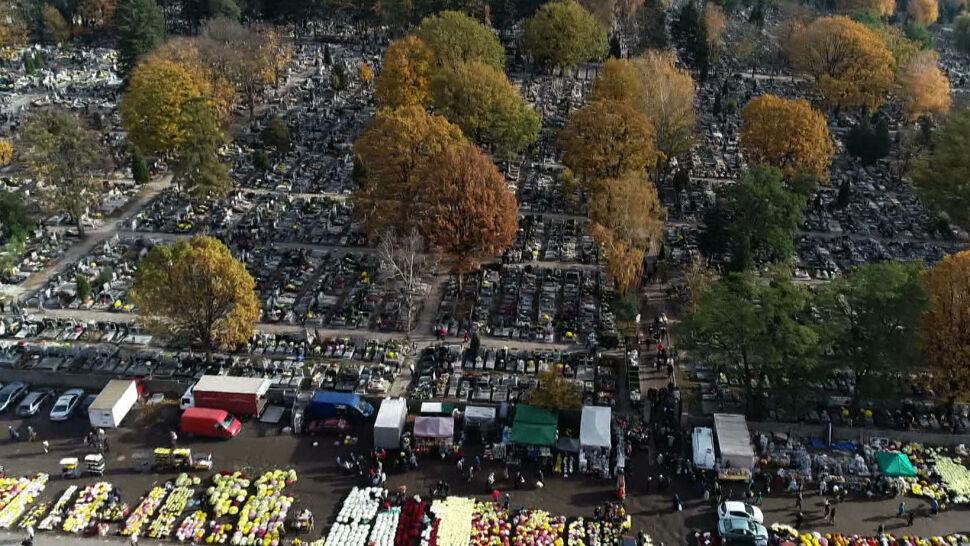 Cmentarze zamknięte 1 listopada? Premier: decyzja w przyszłym tygodniu