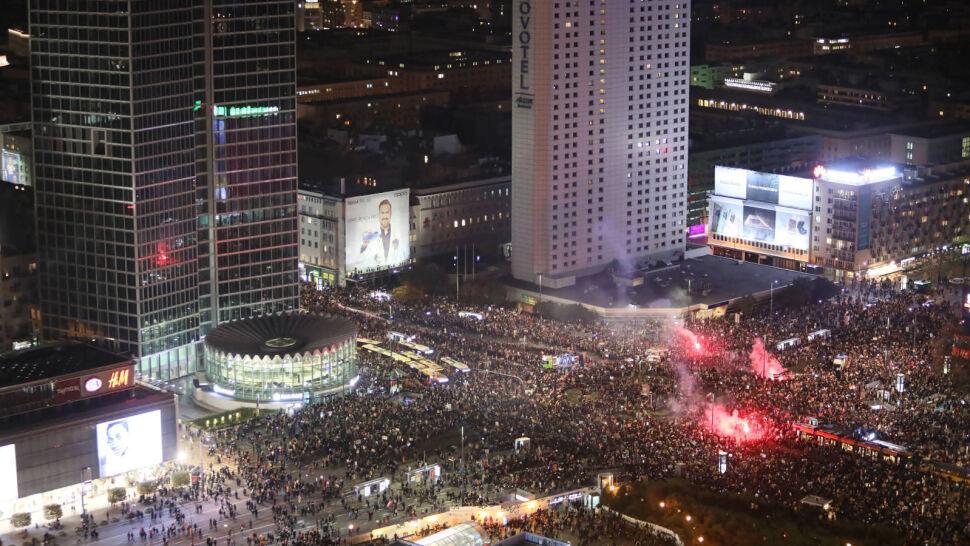 """Wielki """"Marsz na Warszawę"""". Protest spokojny, niemal wszyscy zatrzymani to pseudokibice"""