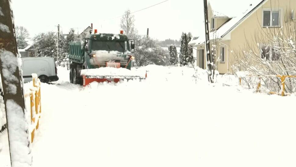 Intensywne opady śniegu w części Polski. IMGW wydało ostrzeżenia