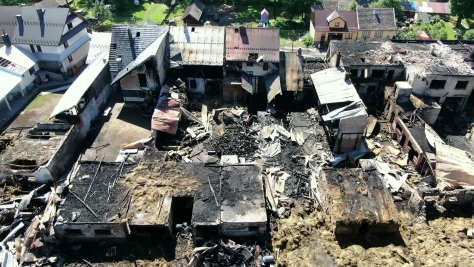 Wielki pożar w Nowej Białej. Spłonęły domy i budynki gospodarcze
