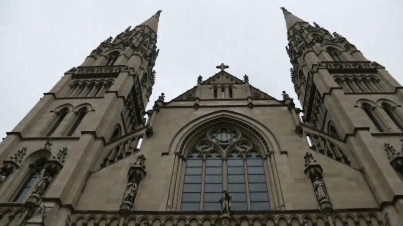 Jeden z wiernych wstał i krzyknął: wstydź się! Kazanie kardynała przerwano