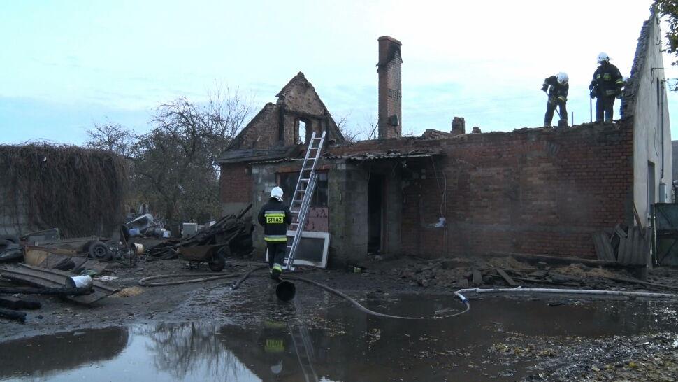 W kilka chwil stracili wszystko. Ośmioosobowa rodzina cudem uratowała się z płonącego domu