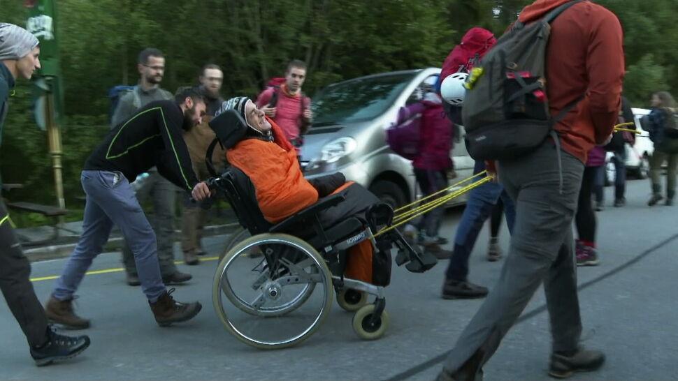 Niepełnosprawny Andrzej marzy i zdobywa szczyty. Teraz wyrusza na Rysy