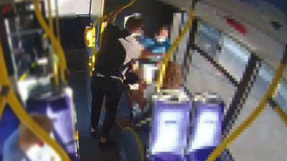 W autobusie zaatakował studenta z Zimbabwe. Policja szuka napastnika