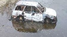 Skradziony, spalony, porzucony w rzece