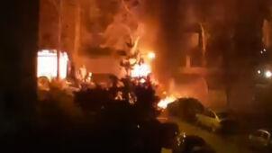 Pożar na osiedlu. Auto spłonęło całkowicie