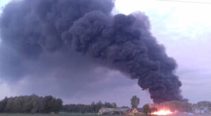 Ogromny pożar składowiska odpadów.