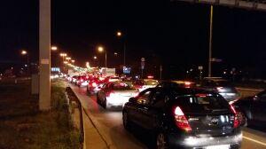 Motocyklista zginął w wypadku. Służby zamknęły most Siekierkowski