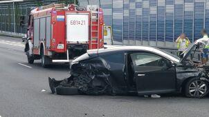 S8: dwa samochody rozbite, dwie osoby ranne
