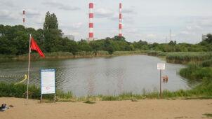 Zakaz kąpieli w Jeziorku Czerniakowskim przez sinice