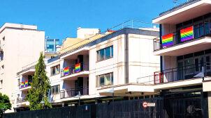 Miesiąc Dumy LGBT. Tęczowe flagi zawisły na ambasadzie USA