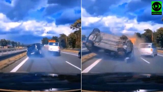 """Auto koziołkowało na S8. Film """"ostrzeżeniem przed jazdą na zderzaku"""""""