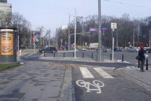 Królewska róg Marszałkowskiej. Skrzyżowanie objedziesz rowerem