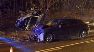 Wypadł z łuku, uderzył w inny samochód, potem w drzewo. Kierowca był pijany