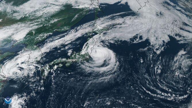 Zdjęcie satelitarne tajfunu Faxai (NOAA Satellite and Information Service)
