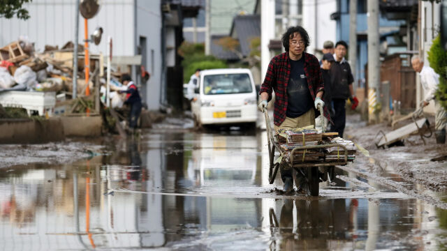 Japonia po tajfunie Hagibis. Dziesiątki ofiar śmiertelnych, tysiące zalanych domów