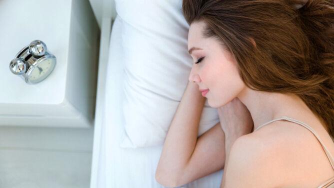 8 sposobów na poprawę urody podczas snu