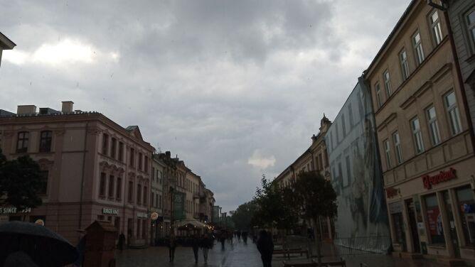 Prognoza pogody na dziś: <br />deszcz i dość silny wiatr. Możliwe burze