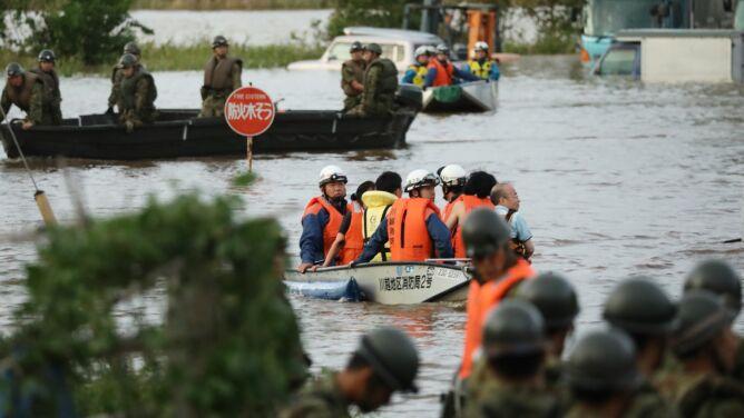 """Po tajfunie Hagibis wylewają rzeki. <br />""""Poziom wody wzrastał tak szybko"""""""