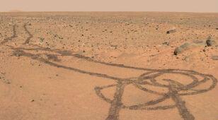 Marsjański łazik kręci kółka