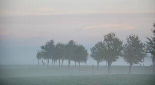 W Polsce wciąż jest mglisto. Alarmy IMGW