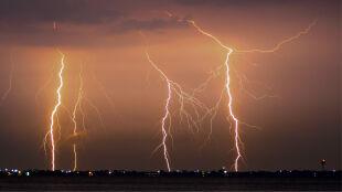 Pogoda na 5 dni: upalnie. Kiedy zagrzmi, wiatr powieje z prędkością nawet 100 kilometrów na godzinę